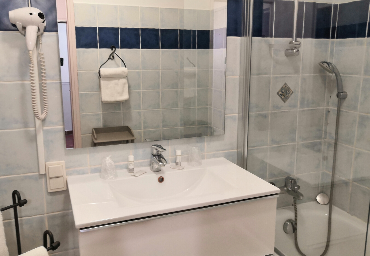 chambre 6 salle de bains Isle sur la Sorgue